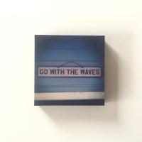 go-with-the-waves-holz-bild.jpg